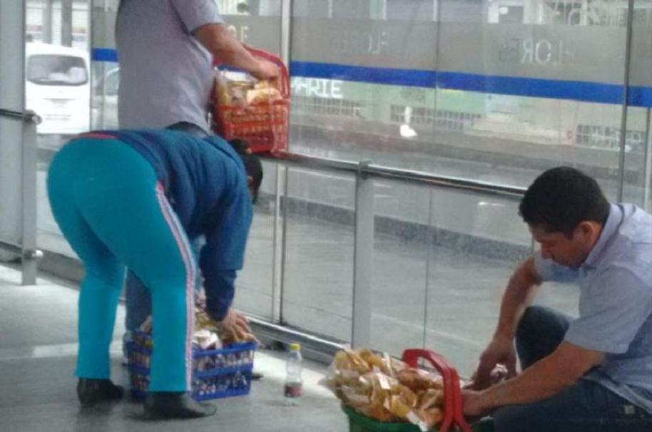 Dos vendedores ambulantes protagonizaron una riña en estación de Transmilenio