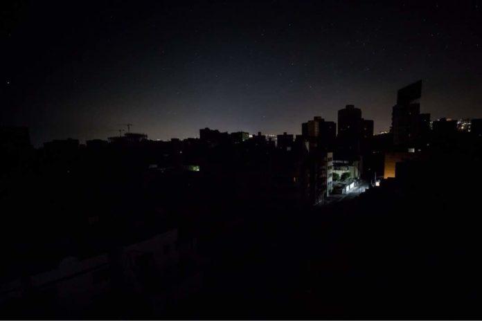 Maduro suspende actividades escolares y laborales por corte de luz