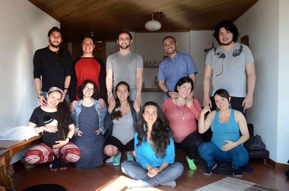 Grupos de parejas que optaron por la partería como opción de nacimiento para sus niños. Foto tomada del archivo personal de Alejandra Montes.