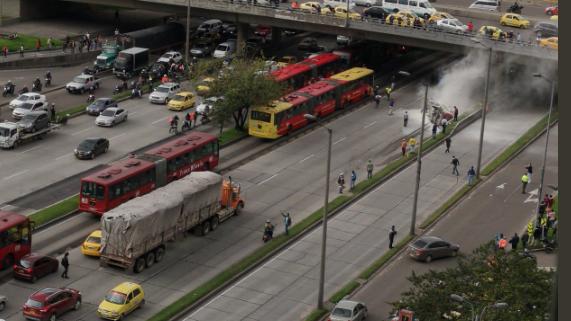 Bogotá: Así quedó el carro que se volcó en la calle 100 con Autonorte