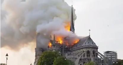 [Video] Arde Notre Dame: video del colapso de la torre de la catedral