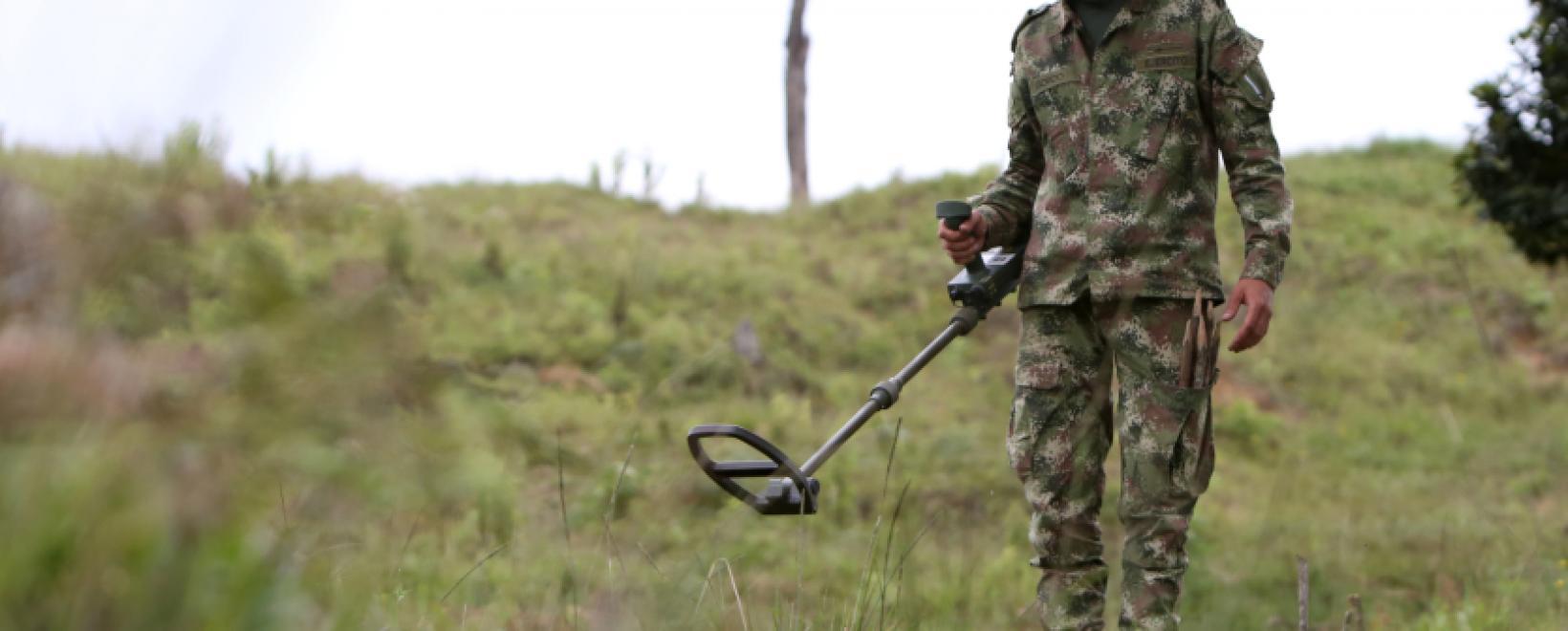 Los duros retos de Colombia para desminar algunas zonas de su territorio