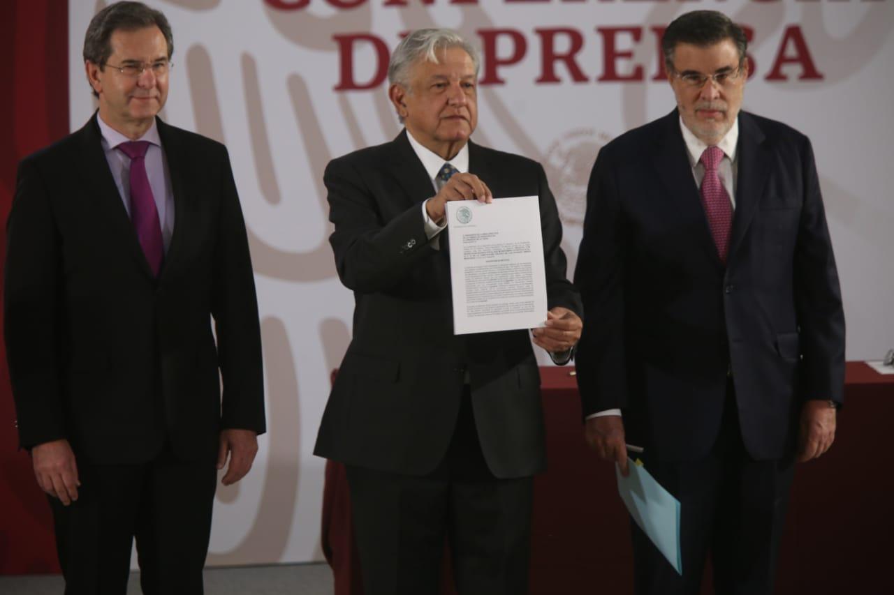 """La educación pública deber ser """"obligatoria, laica y pluricultural"""": Andrés Manuel López Obrador"""