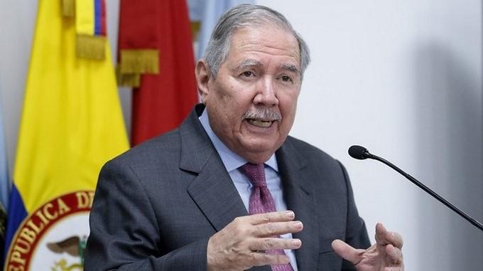 Por edad, el ministro Botero no puede permanecer en su cargo