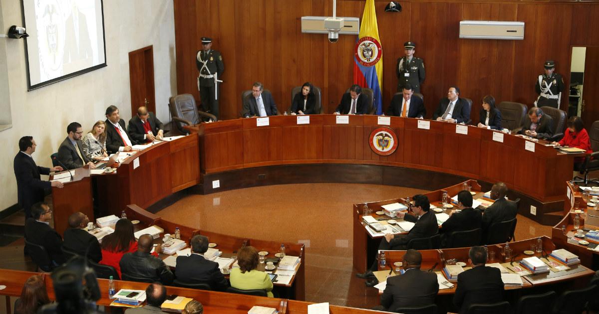 Consumir drogas y alcohol en espacio público no es un delito: Corte Constitucional
