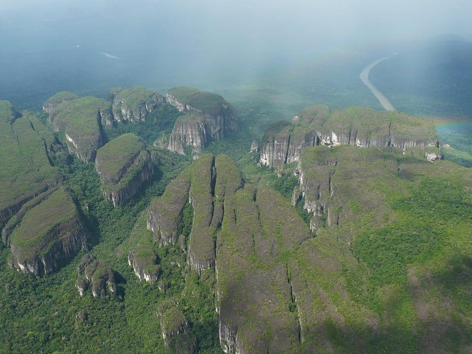 Inicio de sobrevuelos turístico en el Parque Nacional Natural Serranía de Chiribiquete