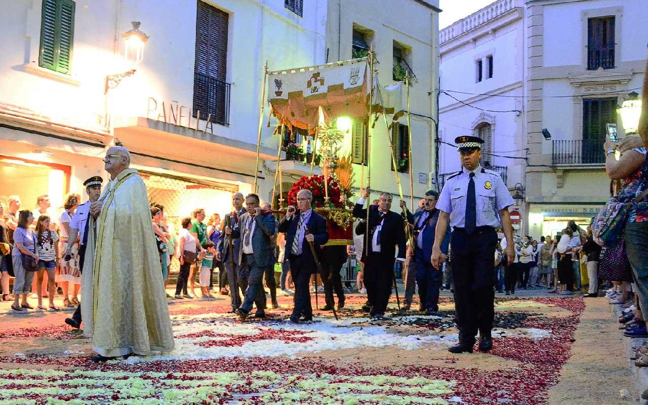 España: Por qué el próximo fin de semana construirán alfombras con flores