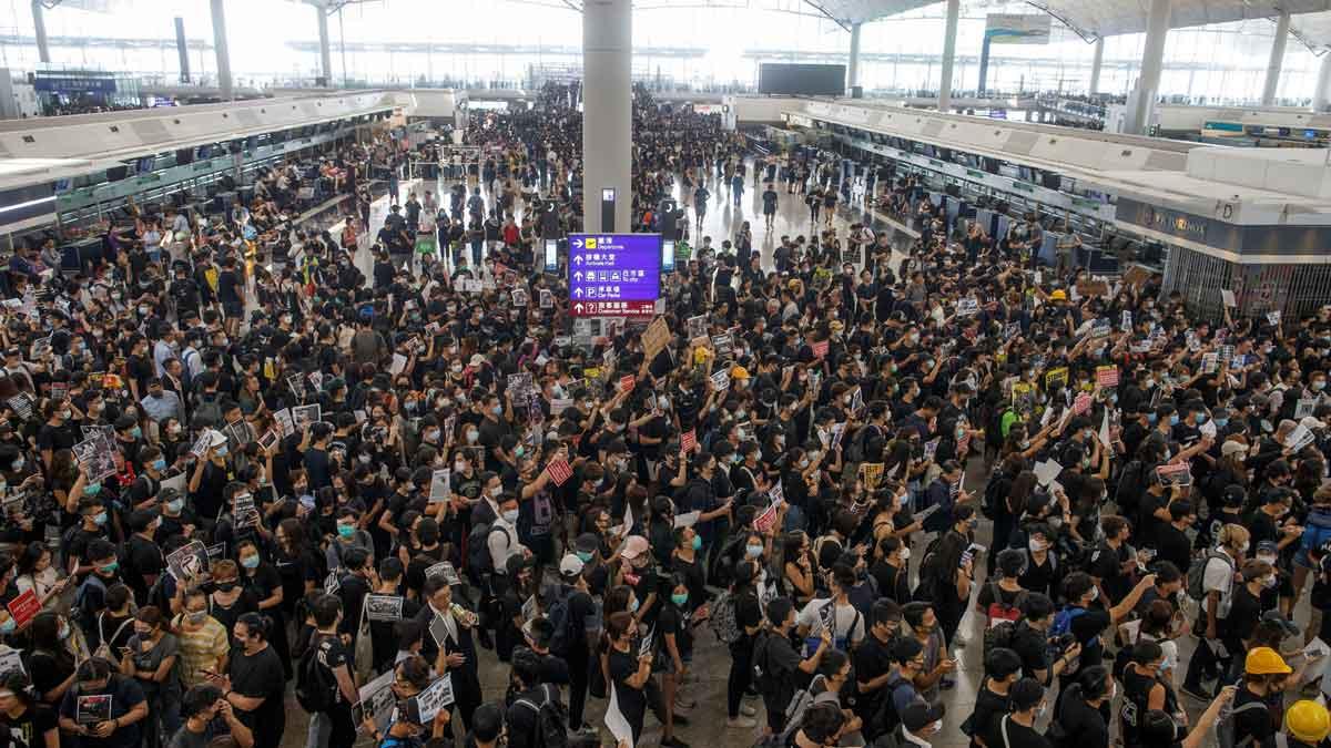 """""""Quien juega con fuego muere quemado"""", la temeraria advertencia de gobierno Hong Kong a los manifestantes"""