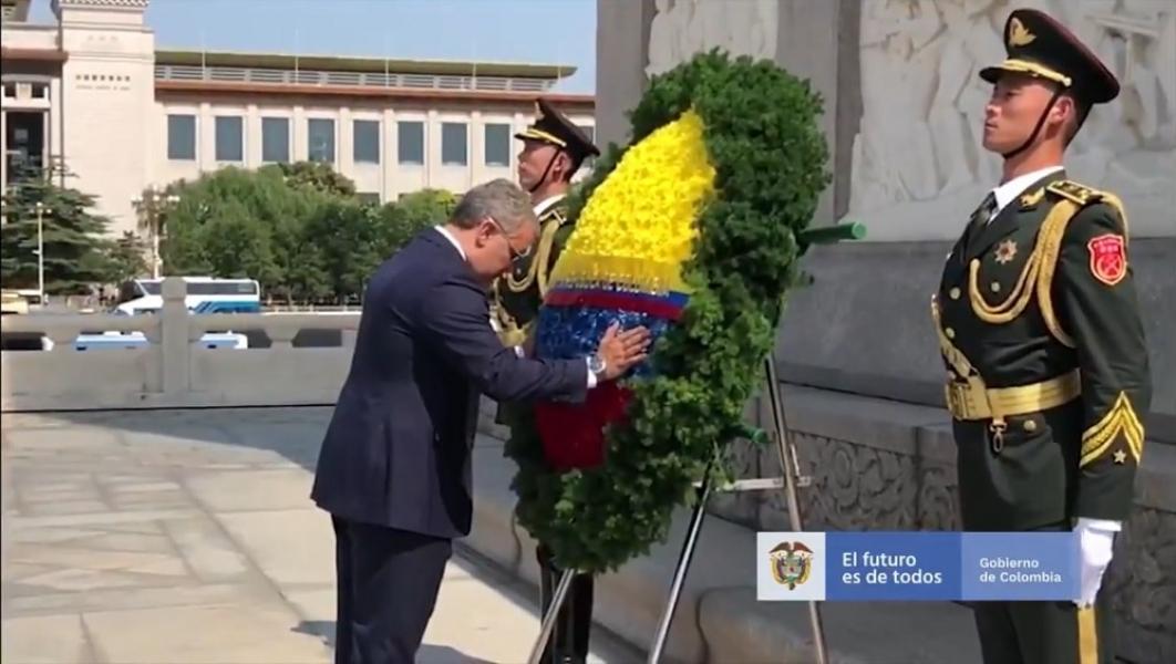 Duque homenajeó a héroes comunistas de China