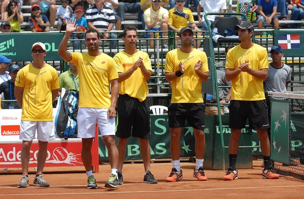 Los cuatro grandes del tenis colombiano jugaron con niños en un colegio