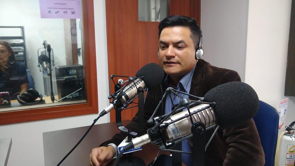 Él es Julián Rivera, un candidato al Concejo de Bogotá que quiere construir sobre lo construido
