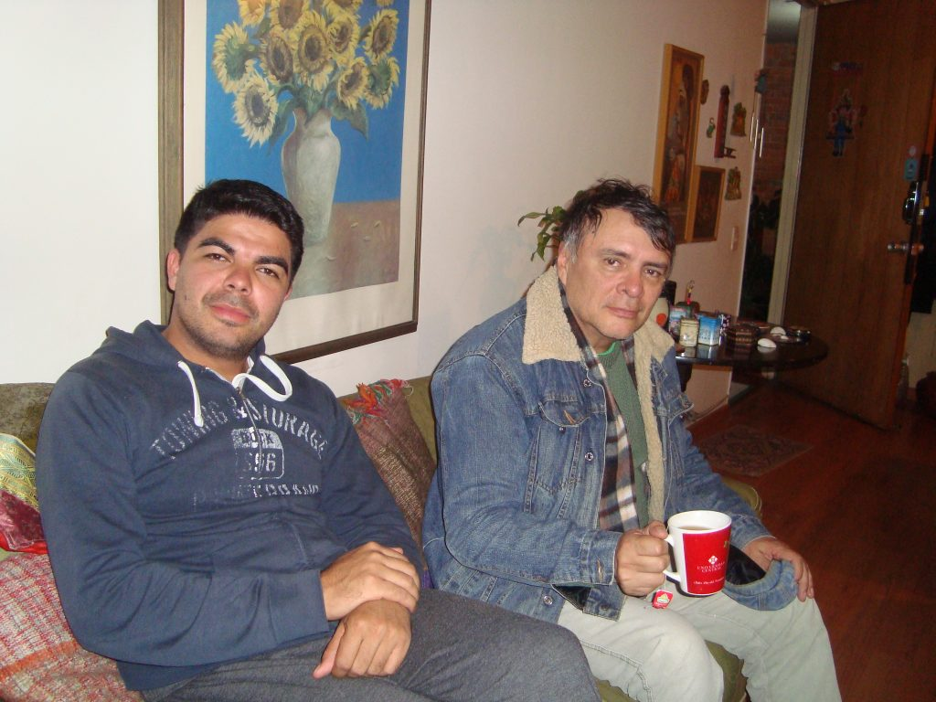 El ingeniero civil Julio Castellanos, y el sociólogo Orlando Santana, en diálogo con UNIMINUTO Radio. Fotos: Helda Martínez