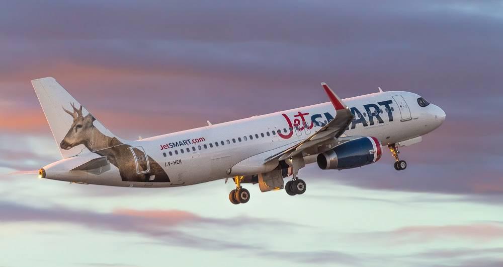 Llegó a Colombia la aerolínea chilena de bajo costo: JetSmart