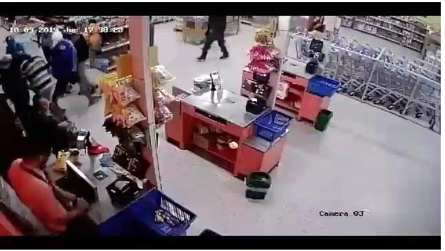 Cámaras capturan momento en el cual hinchas de Millonarios hacen robo masivo en Santander