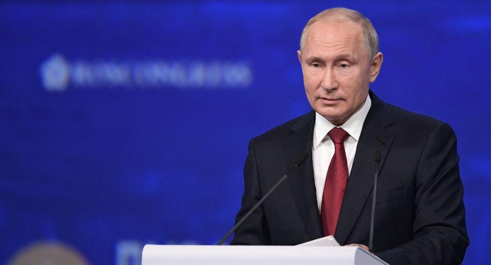 Vladimir Putin criticó a la joven activista Greta Thunberg