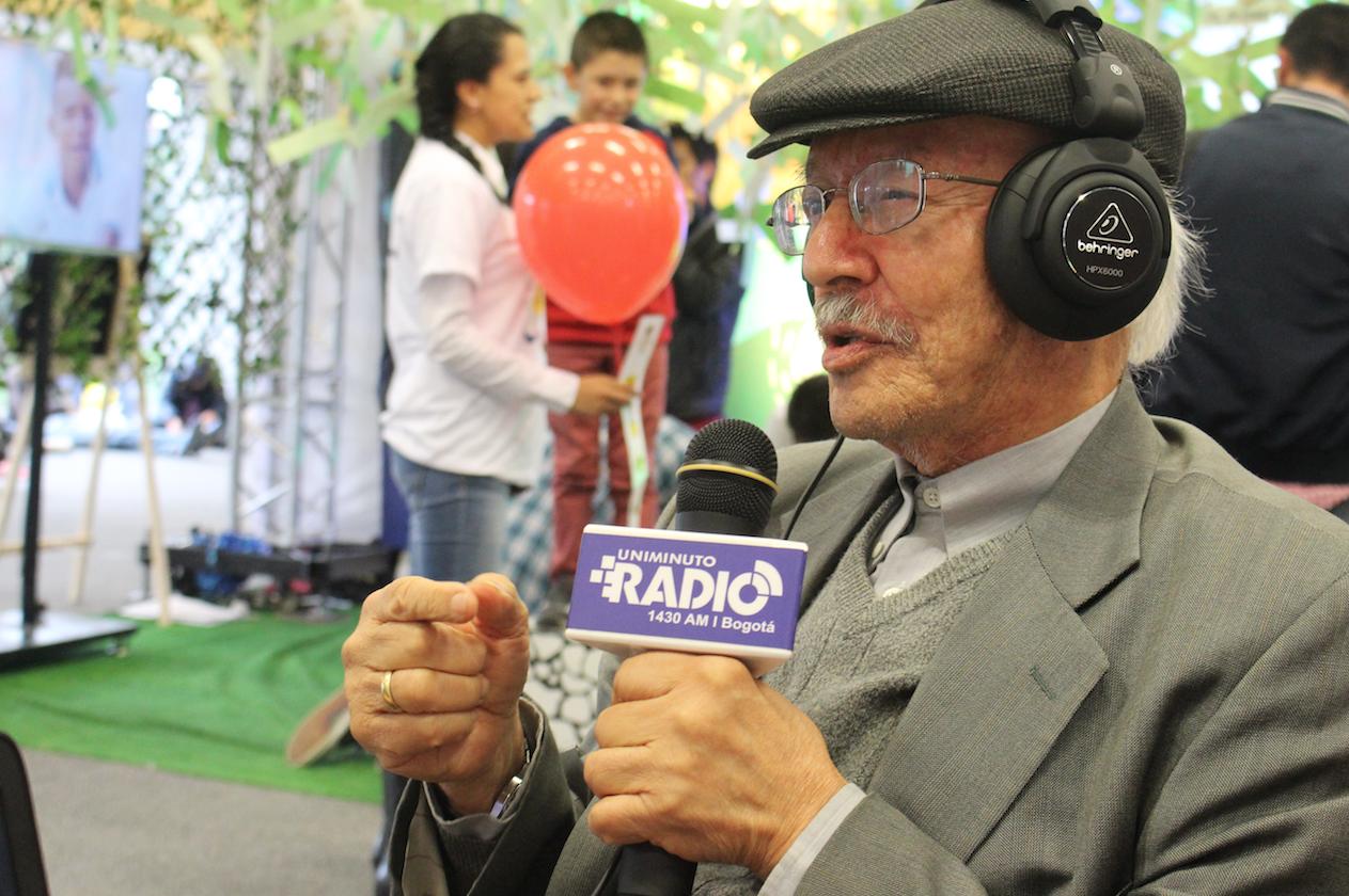 """""""Les doy mi nombre y apellido para este premio de comunicación"""": Javier Darío Restrepo"""