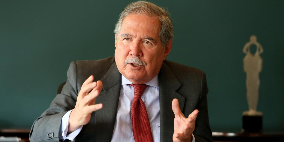 Liberales avalarán moción de censura contra ministro Botero