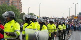 Son varias las iniciativas para deslegitimar la protesta social. Foto: Daniel Cifuentes