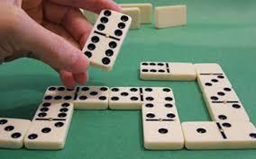 Hay «genios» en el dominó o es un juego de 70% de suerte y 30% de ...