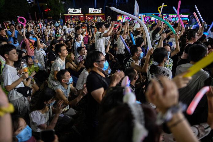 Wuhaneses celebrando en una fiesta. Tomada de Infobae.com
